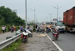Cô gái trẻ bị đâm chết trên đường dẫn cao tốc TP Hồ Chí Minh