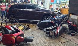 Nữ tài xế ô tô đâm hàng loạt xe máy khai đạp nhầm chân ga