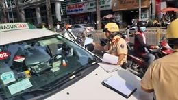 Nhiều lái xe bị xử phạt trong ngày đầu CSGT ra quân tổng kiểm tra