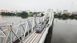 Thông tuyến đường sắt qua cầu Bình Lợi mới