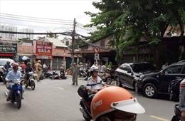 Ô tô đâm hàng loạt xe máy, 4 người nhập viện