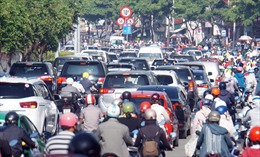 Ùn tắc nghiêm trọng do tổ chức lại giao thông gần cầu Sài Gòn
