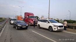 Đâm xe liên hoàn trên đường dẫn cao tốc, giao thông ùn tắc