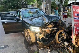 Thực nghiệm hiện trường vụ ô tô Mercedes đâm lái xe GrabBike tử vong và nữ tiếp viên hàng không bị thương nặng