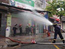 Cháy cửa hàng bán đồ cho thú cưng ở TP Hồ Chí Minh