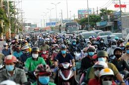 Cửa ngõ miền Tây, phà Cát Lái ùn tắc kéo dài khi người dân quay trở lại TP Hồ Chí Minh