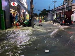Nhiều tuyến đường ngập sâu sau mưa lớn ở TP Hồ Chí Minh