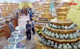 Người dân vui mừng khi tìm được tro cốt người thân bị thất lạc tại chùa Kỳ Quang 2