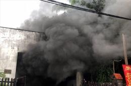 Hỏa hoạn thiêu rụi kho phụ tùng cùng ô tô và xe máy