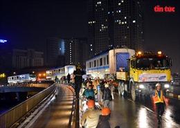 Xe siêu trường, siêu trọng vận chuyển đoàn tàu metro Bến Thành-Suối Tiên xuyên đêm