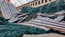 TP Hồ Chí Minh: Dông lốc làm tốc mái trường THPT Bình Phú