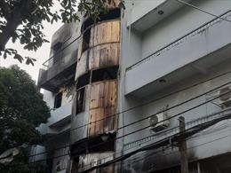 Cảnh sát giải cứu kịp thời 6 người trong căn nhà bốc cháy ở TP Hồ Chí Minh