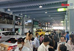 Ngày đầu tiên sân bay Tân Sơn Nhất phân làn ô tô đón trả khách