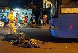 Xe buýt mất phanh lao qua dải phân cách, 1 người tử vong