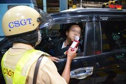 CSGT TP Hồ Chí Minh lập chốt kiểm tra nồng độ cồn các lái xe