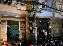 Giải cứu 5 người mắc kẹt trong đám cháy ở TP Hồ Chí Minh