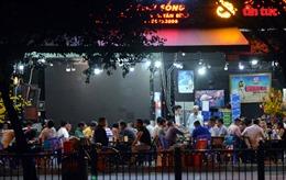 Quán nhậu ở TP Hồ Chí Minh vẫn tấp nập khách dù có lệnh dừng hoạt động