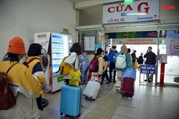 Học sinh, sinh viên ùn ùn rời TP Hồ Chí Minh về quê nghỉ Tết