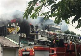 Cháy dữ dội quán nướng BBQ khiến nhiều thực khách tháo chạy tán loạn