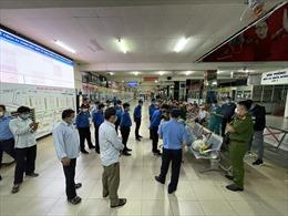 Đang lấy mẫu xét nghiệm COVID-19 toàn bộ nhân viên và hành khách trong bến xe Miền Đông