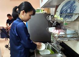 Người dân phường An Phú Đông vui mừng vì đã có nước sinh hoạt trở lại