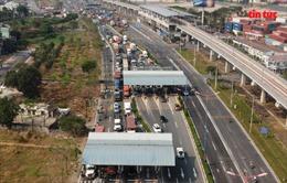 Giao thông hỗn loạn, ùn ứ kéo dài trong ngày đầu tiên thu phí xa lộ Hà Nội