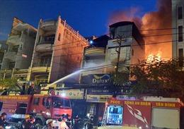 Cháy cửa hàng sơn cạnh Bệnh viện Thống Nhất (TP Hồ Chí Minh)