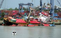 Lật tàu chở container tại cảng Tân cảng Hiệp Phước (TP Hồ Chí Minh)