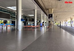 Sân bay Tân Sơn Nhất vắng lặng sau khi có chỉ đạo ngưng nhập cảnh