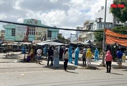 TP Hồ Chí Minh: Phong tỏa chợ Sơn Kỳ, lấy mẫu tầm soát COVID-19 cho tiểu thương