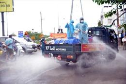 Thành phố Thủ Đức phun khử khuẩn hàng loạt tuyến đường để phòng chống COVID-19