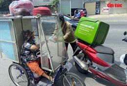 Xe 'cơm di động miễn phí' đến tận tay người nghèo TP Hồ Chí Minh trong mùa dịch