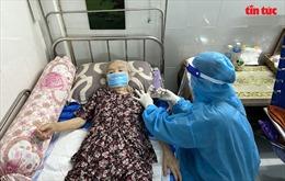 TP Hồ Chí Minh: Đến tận nhà tiêm vaccine phòng COVID-19 cho người dân ở 'vùng đỏ'