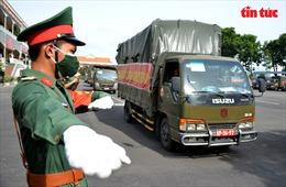 Bộ Tư lệnh TP Hồ Chí Minh trao tặng 100.000 phần quà cho người dân khó khăn