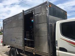 TP Hồ Chí Minh: Phát hiện 6 người trong thùng xe tải 'luồng xanh' trên Quốc lộ 1