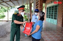 TP Hồ Chí Minh: Trao tặng 500 túi quà cho các gia đình khó khăn ở huyện Củ Chi