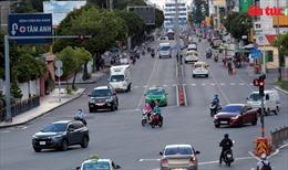Đường phố TP Hồ Chí Minh bắt đầu đông xe trở lại