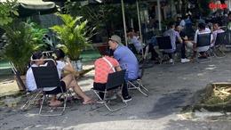 Nhiều hàng quán ở TP Hồ Chí Minh vẫn 'lén' phục vụ khách tại chỗ