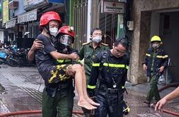 Cảnh sát PCCC giải cứu kịp thời 2 người trong căn nhà đang bốc cháy