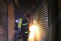 Cảnh sát PCCC kịp thời dập tắt đám cháy ở chợ Nhị Thiên Đường, Quận 8