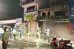 TP Hồ Chí Minh: Hỏa hoạn thiêu rụi hai căn nhà, 5 người thương vong