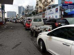 TP Hồ Chí Minh: Ô tô xếp hàng dài, ùn ứtại các trung tâm đăng kiểm