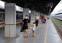 Chuyến tàu Bắc - Nam đầu tiên đưa hàng trăm hành khách đã vào tớiTP Hồ Chí Minh