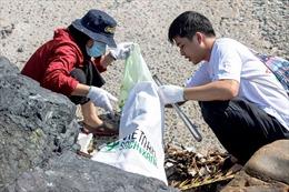 Trên 260 người tham gia nhặt rác, làm sạch bờ biển