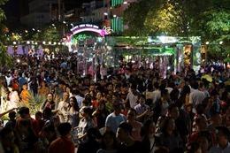 Người dân TP Hồ Chí Minh háo hức chờ đón giao thừa Tết Kỷ Hợi 2019