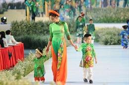 Giữ bản sắc văn hóa cho áo dài truyền thống Việt
