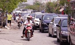 Người dân đổ xô về Cần Giờ (TP Hồ Chí Minh) nghỉ lễ, phà Bình Khánh ùn tắc kéo dài