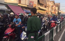 Người dân 'rồng rắn' trở lại TP Hồ Chi Minh, các cửa ngõ ùn ứ
