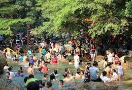 Người dân TP Hồ Chí Minh tìm đến các khu vui chơi để tránh nắng