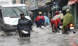 TPHCM: Dự án nghìn tỷ, đường phố vẫn ngập nặng khi mưa